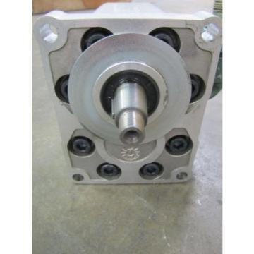 "SAUER SUNSTRAND SNP3/26D ROTARY GEAR HYDRAULIC PUMP 1"" IN/OUT FLANGE .765"" SHAFT"