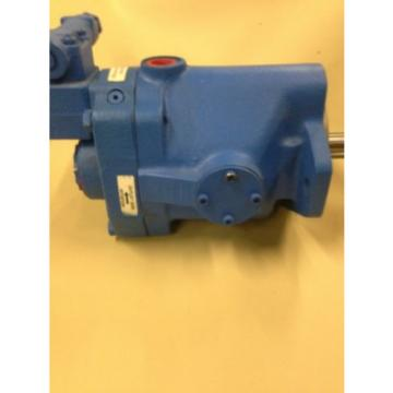 New Old Stock Eaton PVQ32-B2R Low Noise Industrial Piston Pump     G9